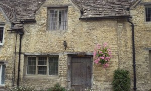 I snapped this house (while on holiday in Wiltshire) as it's just the way I pictured Jon's house in Pendleford.
